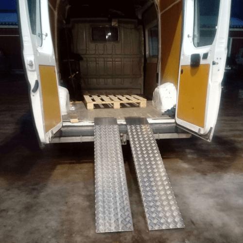 alumiiniset lastausrampit pakettiautoon