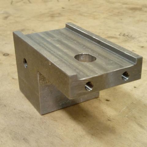 Koneistettu koneen osa puunjalostusteollisuuden kayttoon